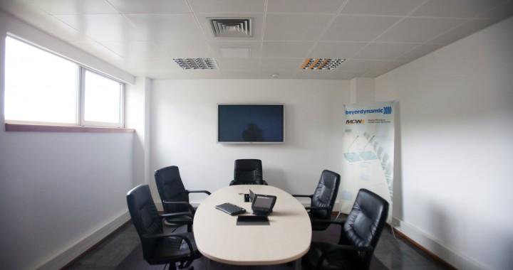 sala sistemas conferencia