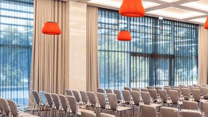 iluminação e gestão de luz para auditórios e centros de congressos